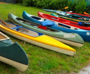 How to tell the difference between a kayak and a canoe?
