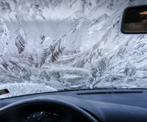 How to quickly defrost the windows of a car?
